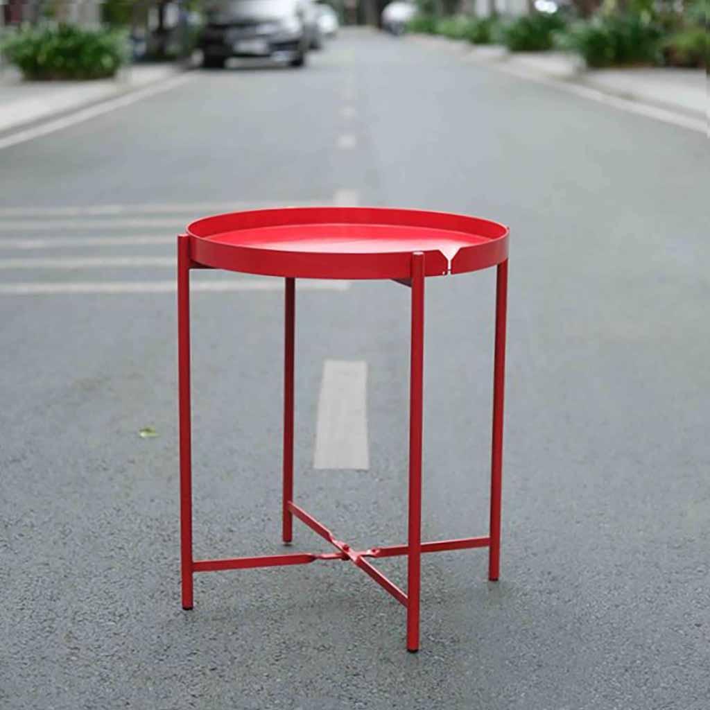Chân bàn thiết kế thông minh với trục xoay giữ 2 thanh sắt bắt chéo vào khung chân, giữ bàn được vững chắc và có thể gập lại khi cần.
