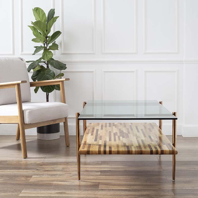 2 mặt bàn với 2 chất liệu khác nhau, mang lại nét phá cách độc đáo cho không gian.