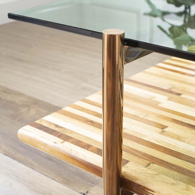 Khung chân bàn inox chắc chắn, được sơn phủ PVD màu Gold sang trọng, thiết kế dạng ống tròn tốp đầu nhỏ bên dưới trang nhã.