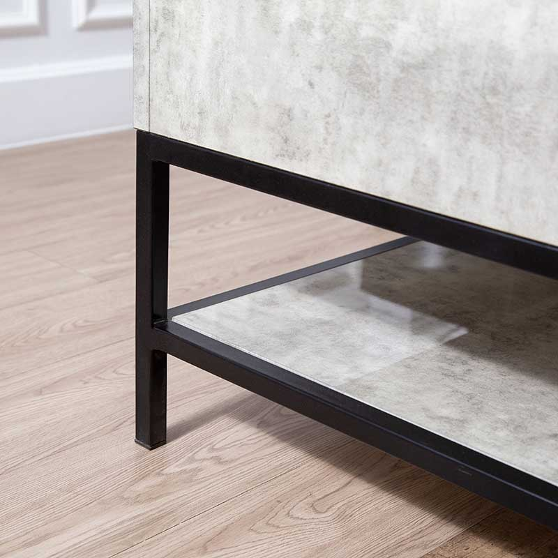 Chân bàn từ khung sắt chắc chắn được sơn tĩnh điện để sử dụng lâu bền và tăng thẩm mỹ, ngoài ra chân bàn còn được bao bọc bởi nút chân tránh trầy sàn và cố định bàn.