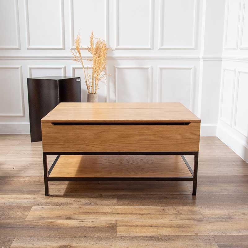 Bàn GLITTER với thiết kế 2 tầng, mặt bàn có thể nâng lên dễ dàng, tiện lợi, tinh giản được đồ đạc, tối ưu công năng.