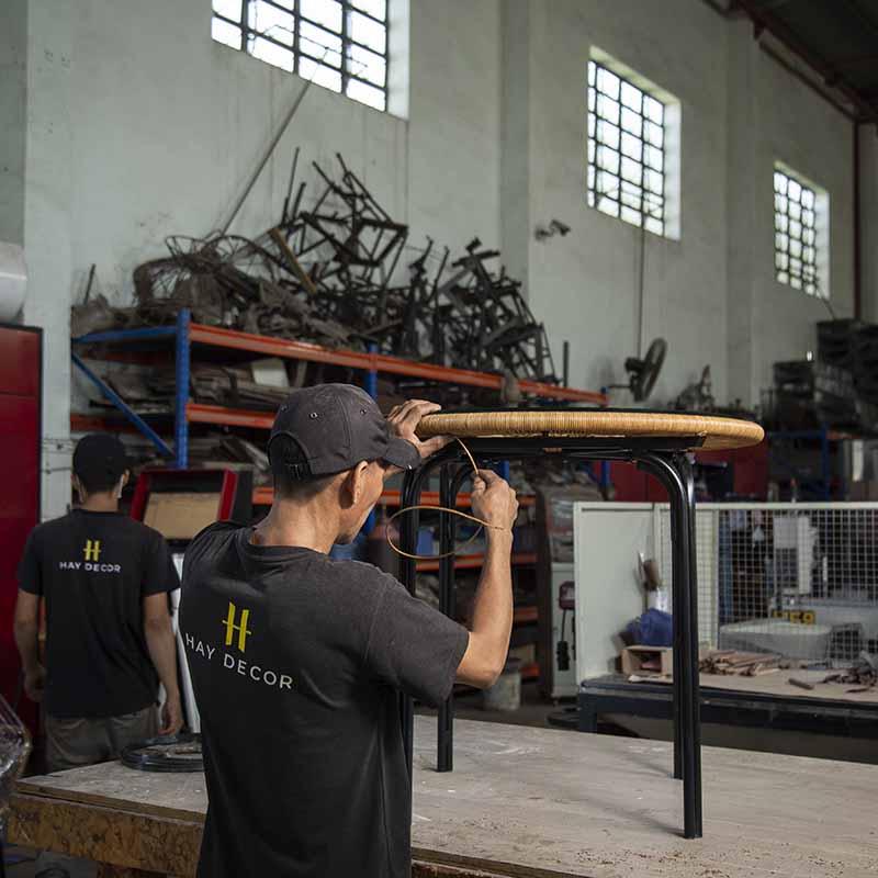 Bàn LANDON được sản xuất tại xưởng HAY