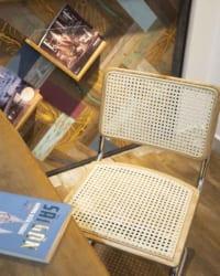 Hình khối chiếc ghế đơn giản nhưng mang đến sự thoải mái khi ngồi, đảm bảo được công năng của một chiếc ghế tốt