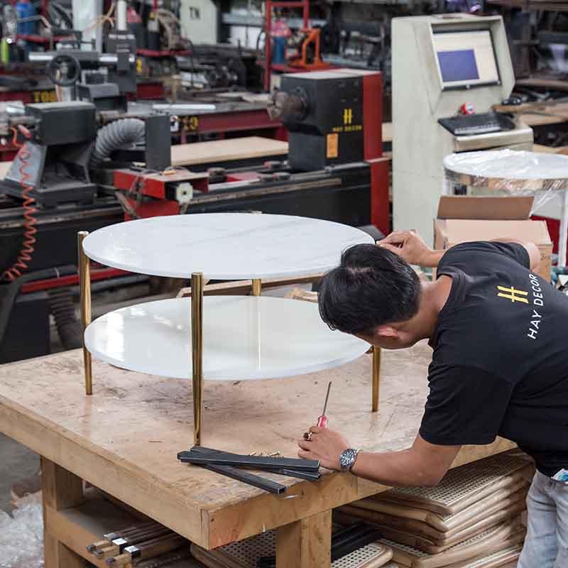 BALIAN được sản xuất trực tiếp tại xưởng HAY với đội ngũ thợ lành nghề, tỉ mỉ đến từng công đoạn nhỏ.