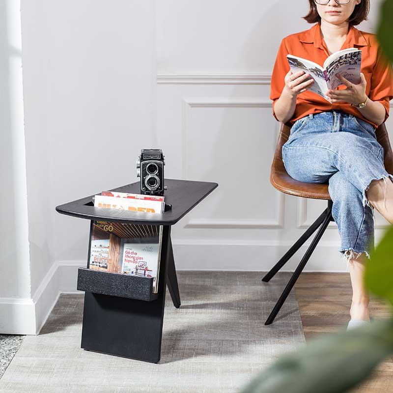 Chất liệu gỗ sồi sơn đen thu hút, phù hợp với mọi không gian.