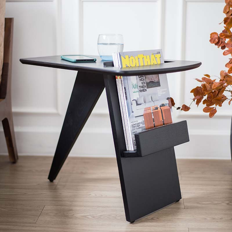 Chân bàn thiết kế thông minh kết hợp kệ để sách báo, tạp chí khi cần, có nút chân giữ bàn cố định và tránh trầy sàn.