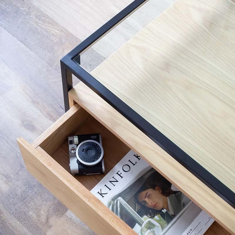 Hệ 4 hộc tủ rộng lớn, có thể chứa nhiều vật dụng cần thiết, tinh gọn cho không gian mặt bàn.
