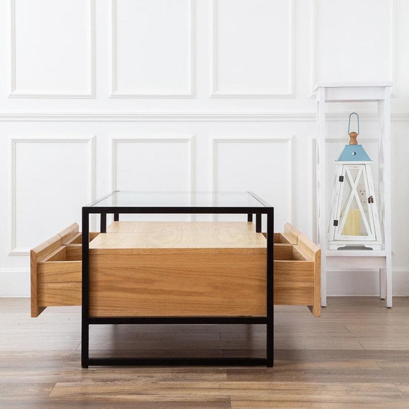 Hệ hộc tủ lớn kết hợp thiết kế bàn nhiều tầng tiết kiệm diện tích sàn.