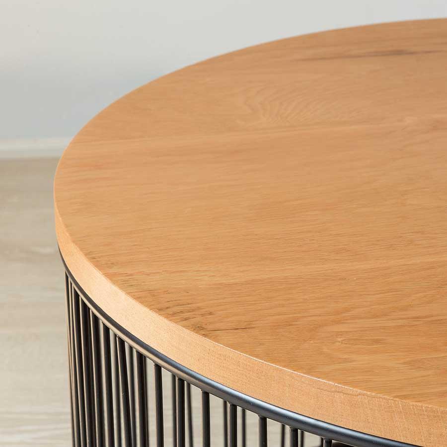 Mặt bàn được cắt CNC mịn màng, sơn phủ bóng loáng, tạo cảm giác thoải mái khi tiếp xúc.
