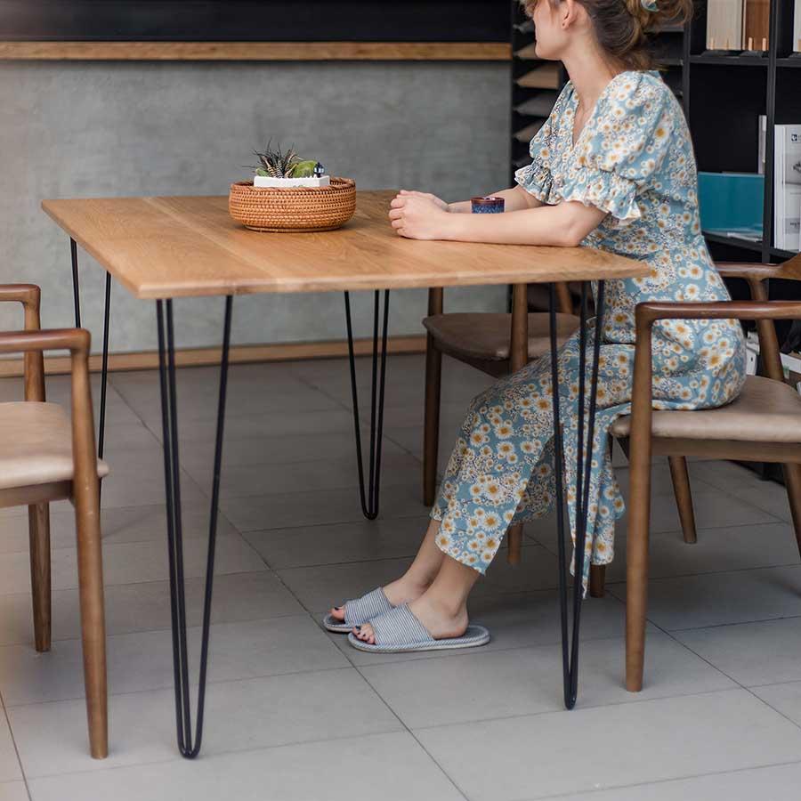 Bàn ăn MOOR với thiết kế đặc biệt, tạo điểm nhấn cho không gian bữa ăn gia đình.