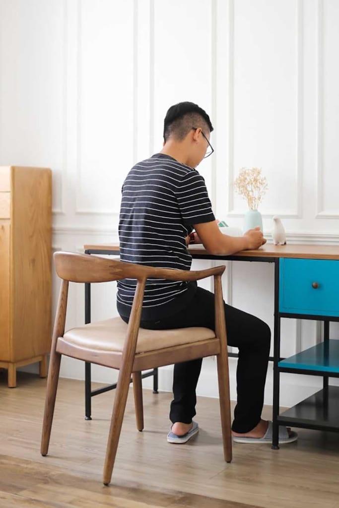 Ghế Kennedy tại HAY được làm từ gỗ Ash (tần bì) có độ bền khá cao, chống thấm và chống mối mọt tốt. Quan trọng nhất vẫn là giữ nguyên sự thoải mái cho người dùng