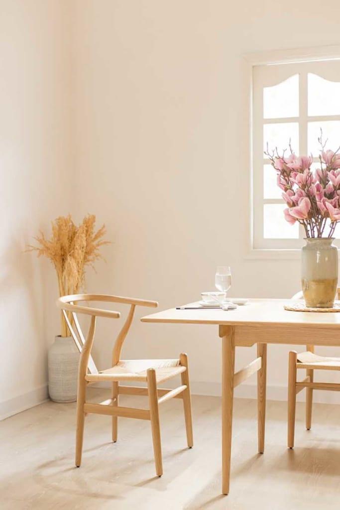 Wishbone được HAY sản xuất tỉ mỉ để giữ được vẻ đẹp duyên dáng, đường nét sắc sảo của một chiếc ghế yêu cầu tay nghề kỹ thuật cao