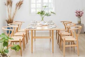 Bàn ăn CH327 gỗ tần bì kiểu dáng đơn giản, màu gỗ sáng cho không gian thêm trang nhã.