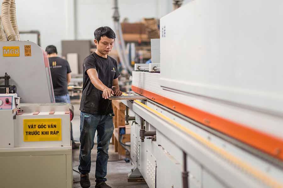 HAY trang bị máy móc hiện đại CNC để sản phẩm được hoàn thiện hơn về mặt thẩm mỹ và công năng